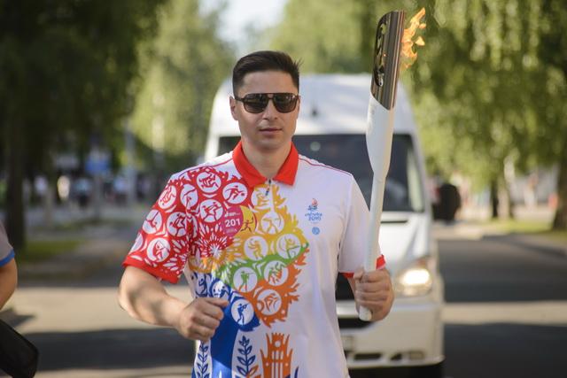 А.В. Богданович стал факелоносцем в эстафете огня «Пламя мира» II Европейских игр на своей малой родине