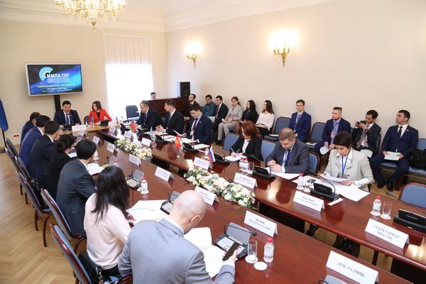 Весенняя сессия (12 апреля – 13 апреля 2018 г.) Межпарламентской Ассамблеи государств — участников СНГ в Таврическом дворце